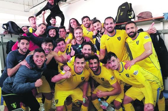 El Orihuela CF celebra la victoria