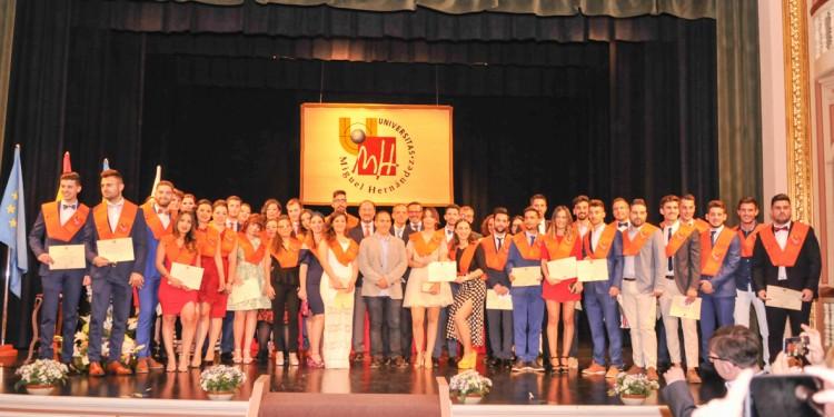 14-05-18-graduación CCSS y JJ Orihuela